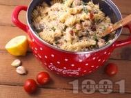 Паста (фузили или макарони) с телешко месо, гъби печурки, спанак, мариновани сушени домати, сметана и маслини